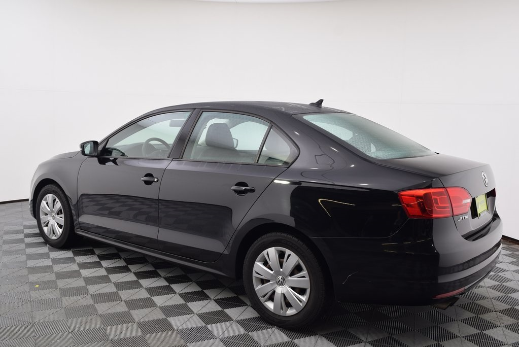 Pre-Owned 2014 Volkswagen Jetta 1 8T SE FWD 4D Sedan